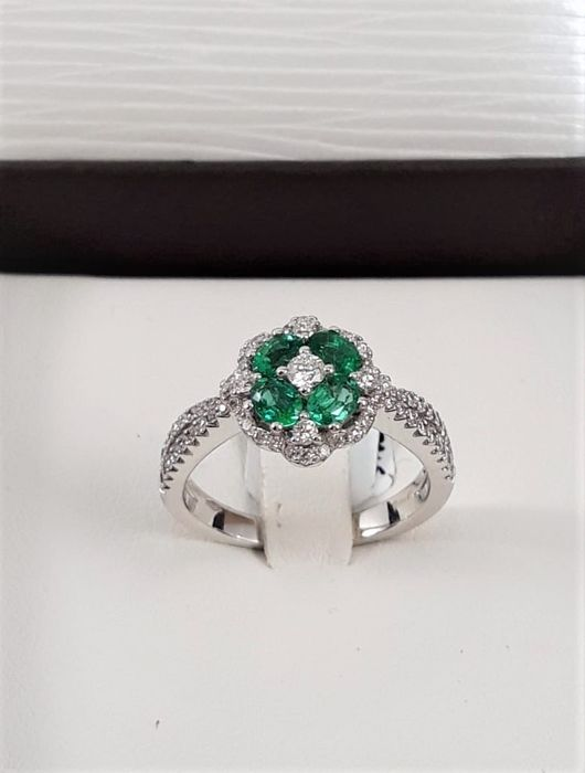 Crivelli - 18 carats Or blanc - Bague - 0.54 ct Diamant - Émeraudes