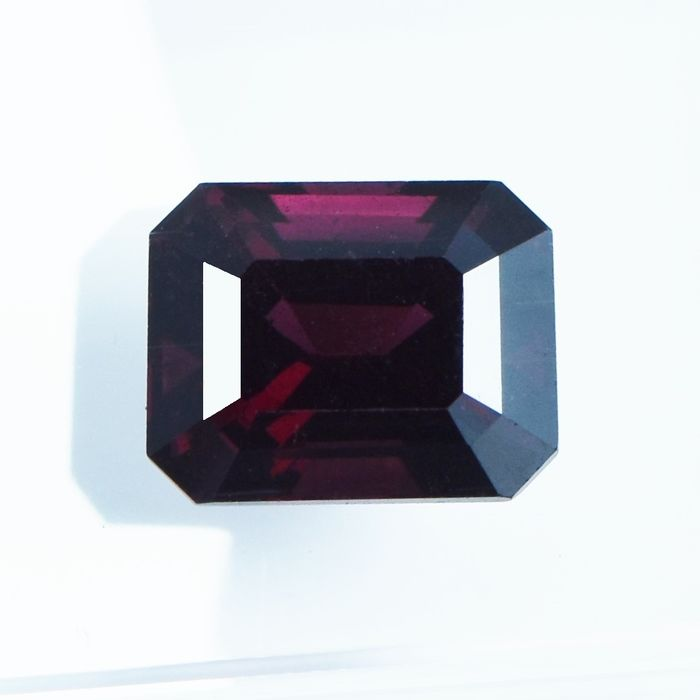 Dark Purplish red Spinel - 2.17 ct