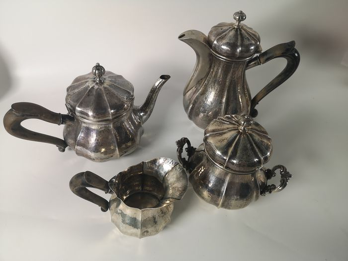 Served as coffee and tea (4) - .800 silver - Italy - First half 20th century