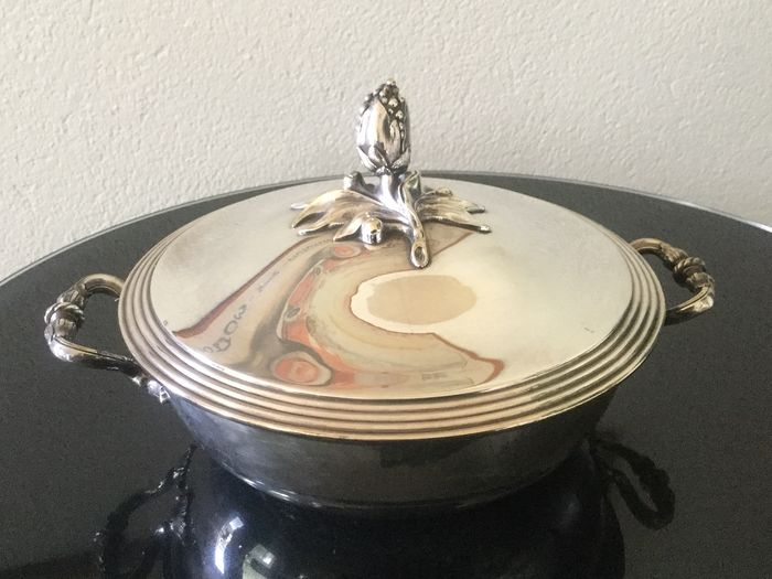 Christofle covered dish - Silver plated - Christofle - France - First half 20th century