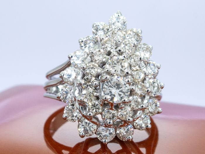 14 kt. Gold - Diamond ring - 2.00ct with 0.21ct center.