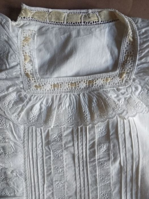 Old shirt with lorzas and Swiss lace. Satin Ribbons - Cotton Layer Lace strips Perfect state.