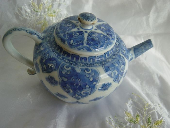 Teapot (1) - Chinese export - Porcelain - Yongzheng  - China - 18th century