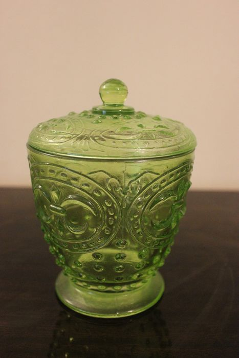Bonbonnière in our urine - uranium glass