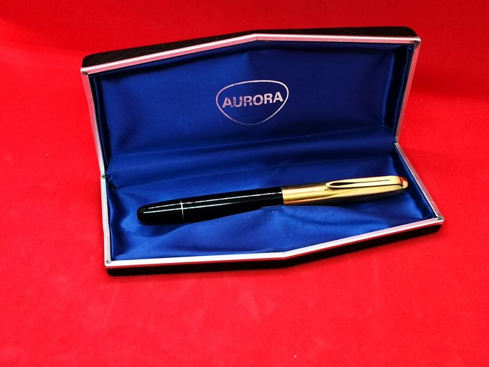 Aurora - Aurora 88K with serial number, 1950s, with 14 kt gold nib, gold-plated cap, used but in very good condition, complete with original box - 0