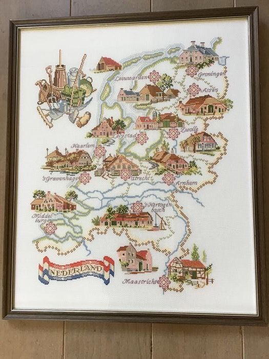 Hand-embroidered Capital Cities the Netherlands (1) - Linen / non-reflecting glass