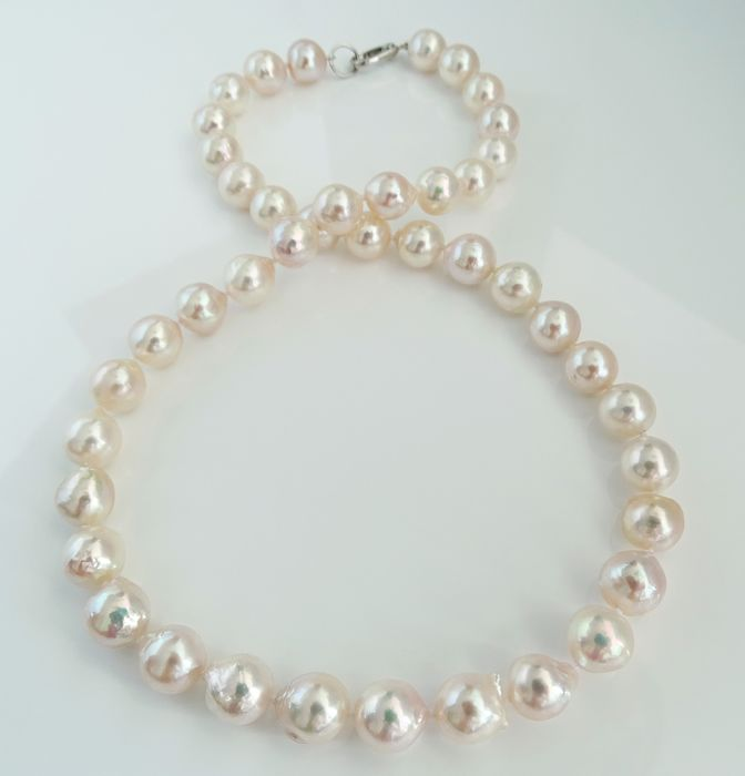 NO RESERVE PRICE Perles d'Akoya, Collection Qualité Lustre Baroque 9.5 mm X 10.5 mm - Collier, 18 kt. Or blanc
