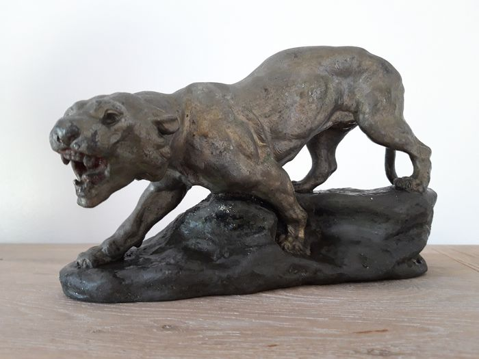 Thomas Cartier (1879-1943) - Sculpture, roaring lioness (1) - Spelter - Early 20th century