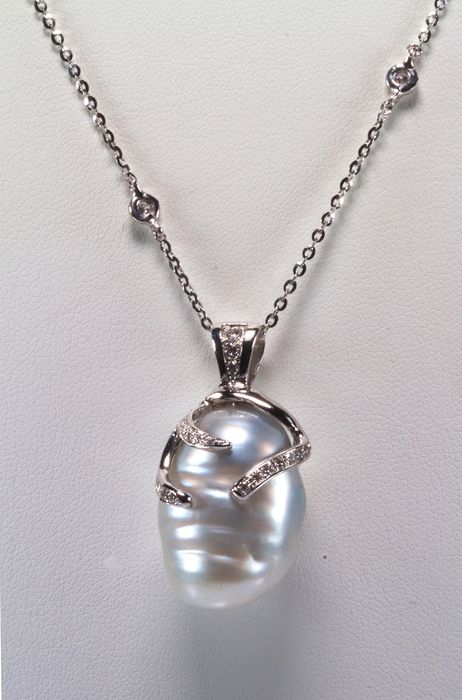 18 kt. White gold - Necklace with pendant Australian baroque pearl - Diamonds
