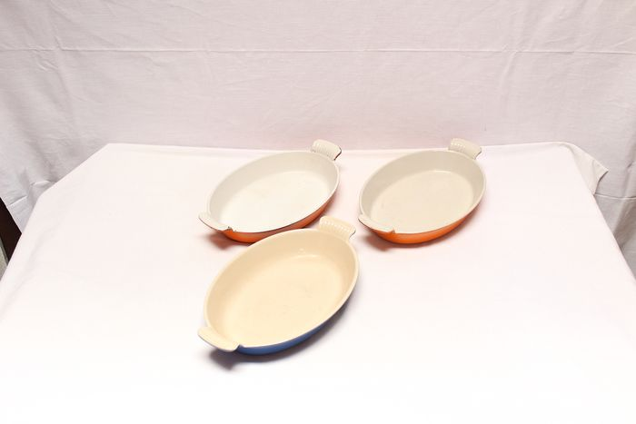 Lot of three oval plates, AC France & LECREUSET - Iron (cast/wrought)