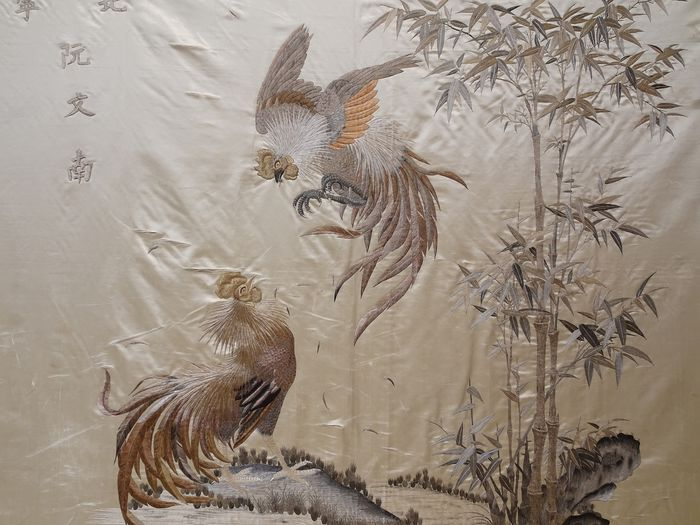Une broderie chinoise - Soie - coqs errants - Chine - inconnu
