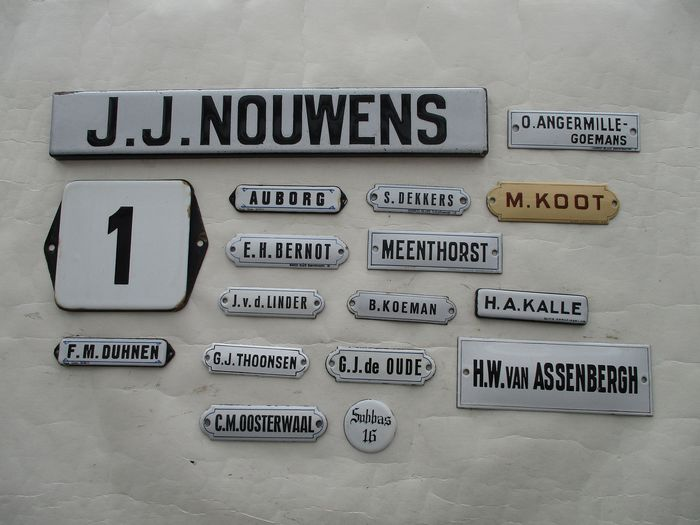 Enamel doorpost signs - Nameplates - ca 1910 - 1940 (17) - enamel metal