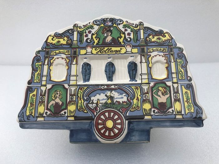 Music music box with key - Polychrome earthenware Delft