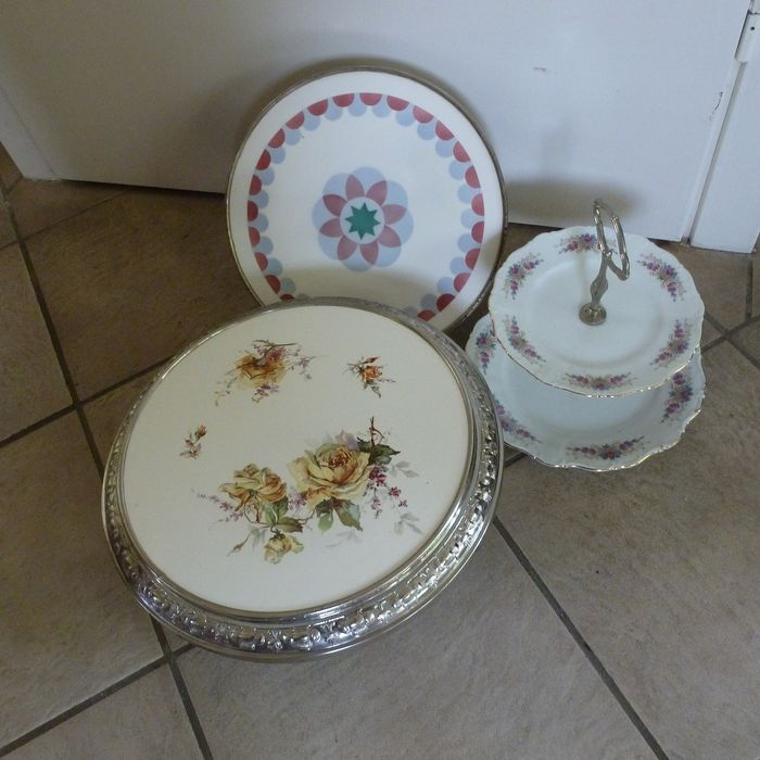 Two (2) ceramic cake bases and one (1) tray for cookies / bonbon's (3) - ceramics - porcelain and metal