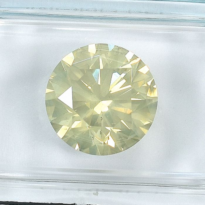 Diamond - 4.01 ct - Brilliant - Natural Fancy Light Brownish Yellow - I1
