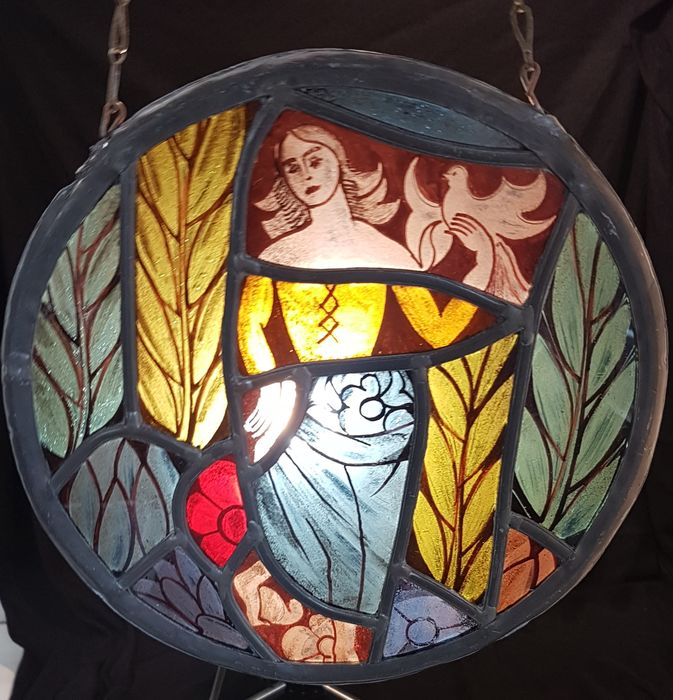 Stained glass in lead - female figure with pigeon - Glass (stained glass)