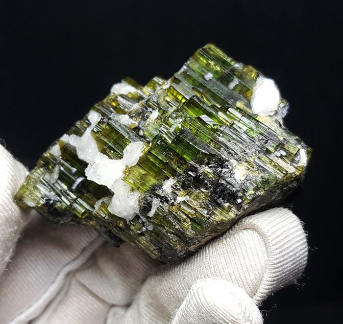 High quality green tourmalines Crystal - 49×35×20 mm - 50 g