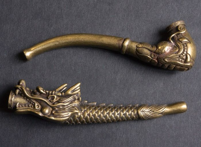 2 Chinese pipes decorated with dragons - Copper - China - 21st century