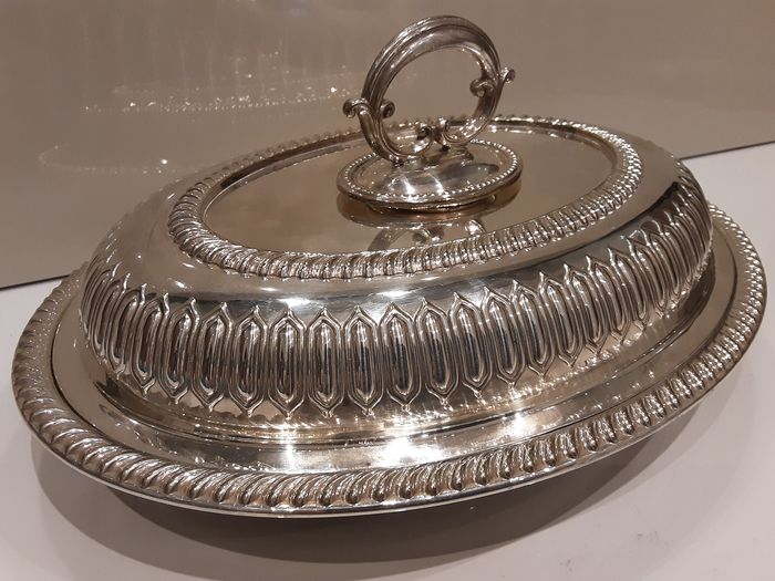 James Deakin and Sons - Antique serving dish with lid (1) - Art Deco style - Silver plated