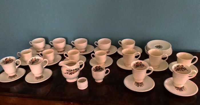 Wedgwood of Etruria & Barlaston England - (42 pieces)