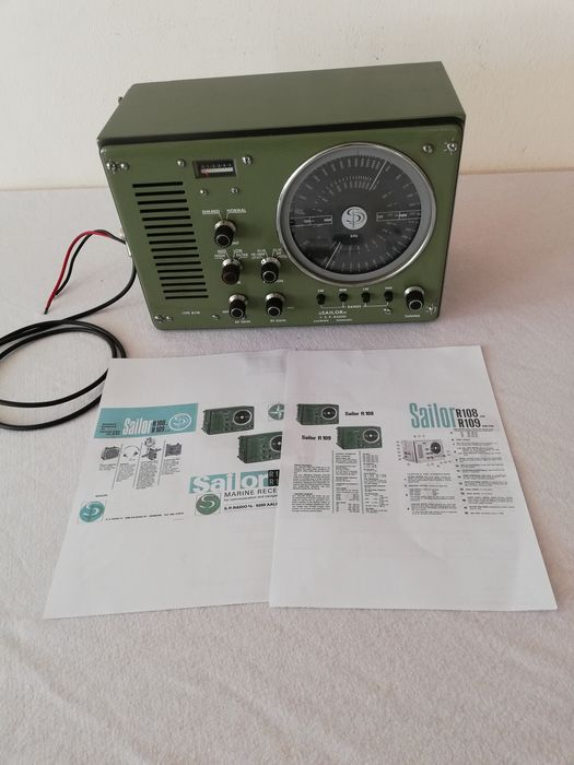 Vintage Ships Radio Receiver  - Steel Glass Electrish components aerial  - Early 20th century