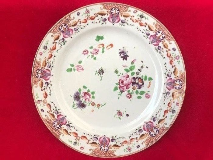 A large Famille Rose dish decorated with flowers - Porcelain - China - Qianlong (1736-1795)