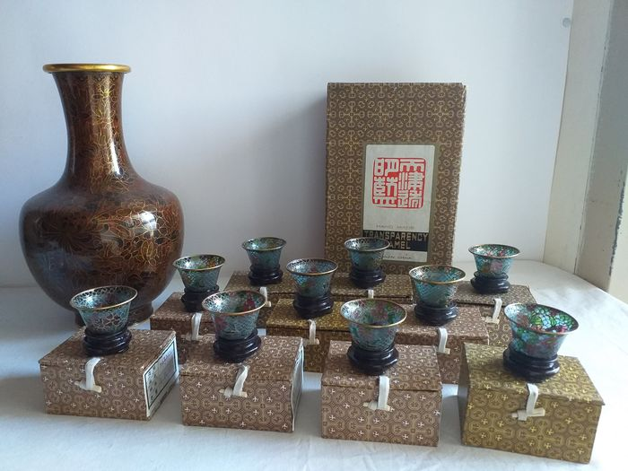 Vases and boxes (10) - Brass, Copper, Glass, Wood - China - Late 20th century