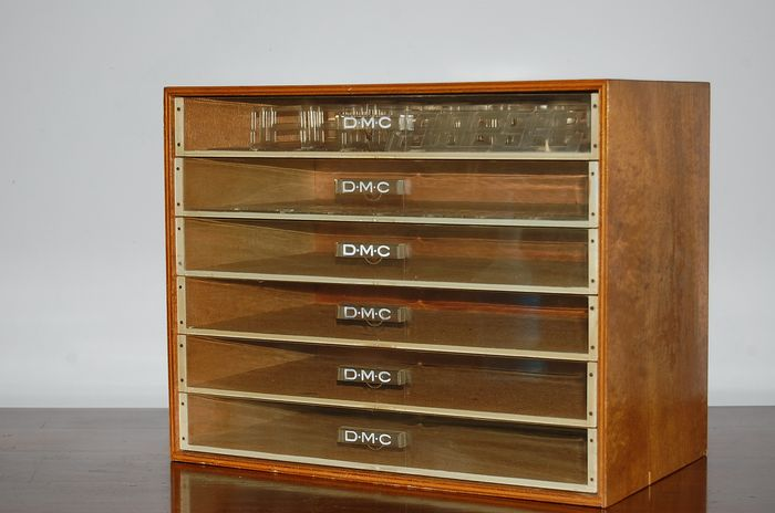 DMC sewing case - wood and plastic