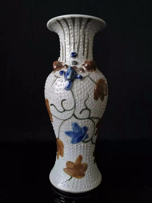 Vase - Porcelain - leaf and turtle - China - Early 20th century