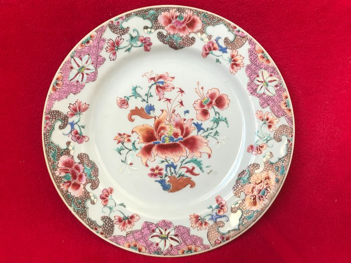 A Chinese famille rose plate decorate with flowers - Porcelain - China - Yongzheng (1723-1735)