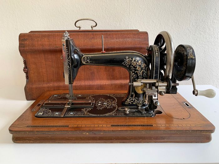 Antique Frister & Rossmann 'Snowflake' Sewing Machine - Iron (cast/wrought)