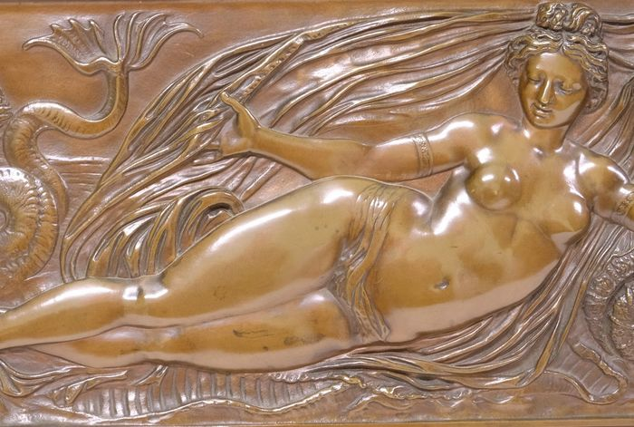 Barbedienne Fondeur - Bas Relief - mythological scene with nude female figure - Bronze (patinated) - Late 19th century