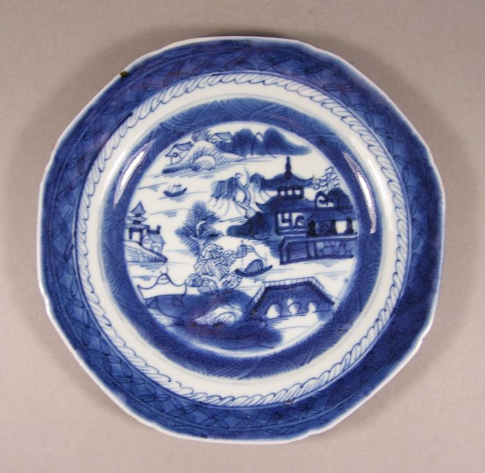 Plate - Blue and white - Porcelain - A blue and white octagonal plate, ca 1800 - China - Jiaqing (1796-1820)