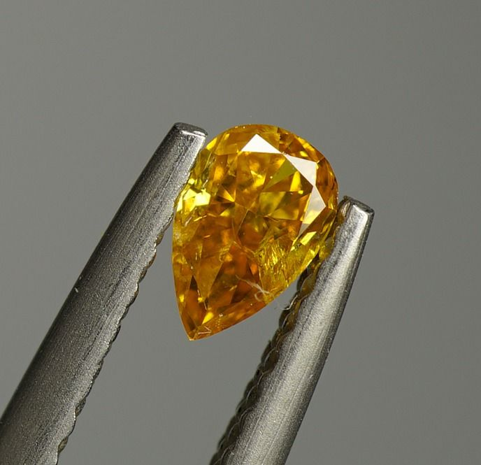 2 pcs Diamond - 0.40 ct - Pear Variation  - fancy intens yellow orange - SI2- No Reserve