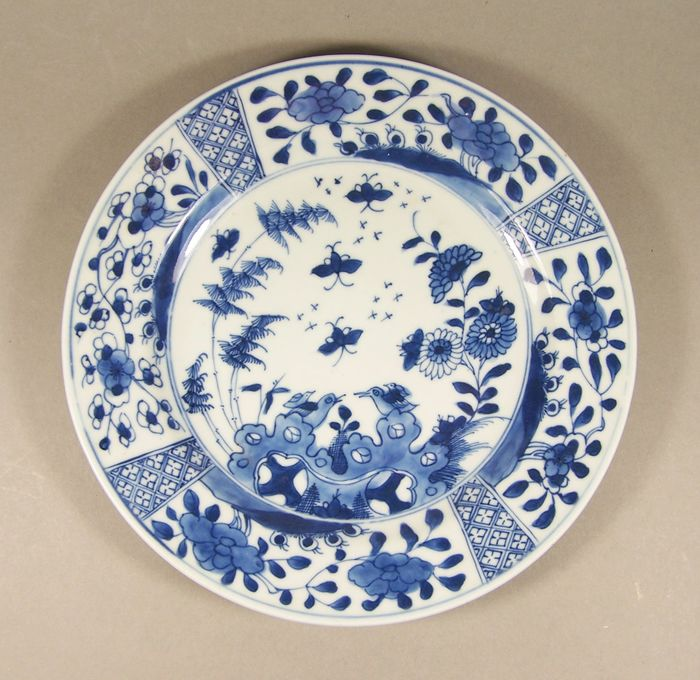 Plate - Blue and white - Porcelain - Bird - A blue and white so-called 'four segments' plate, ca 1735-1740 - China - Qianlong (1736-1795)