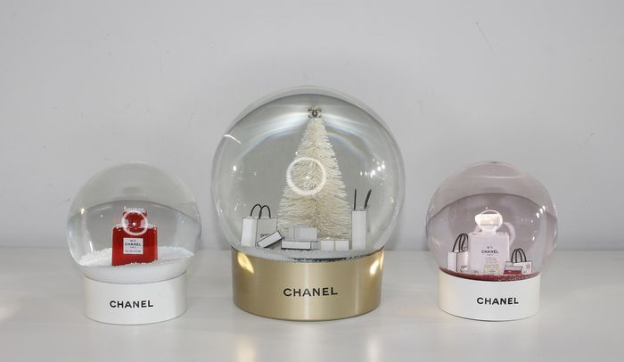 3x Chanel Snowglobes - 1 super large - Glass