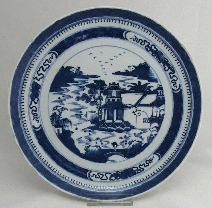 Chinese plate with pagoda representation - Earthenware, Porcelain - China - 19th century