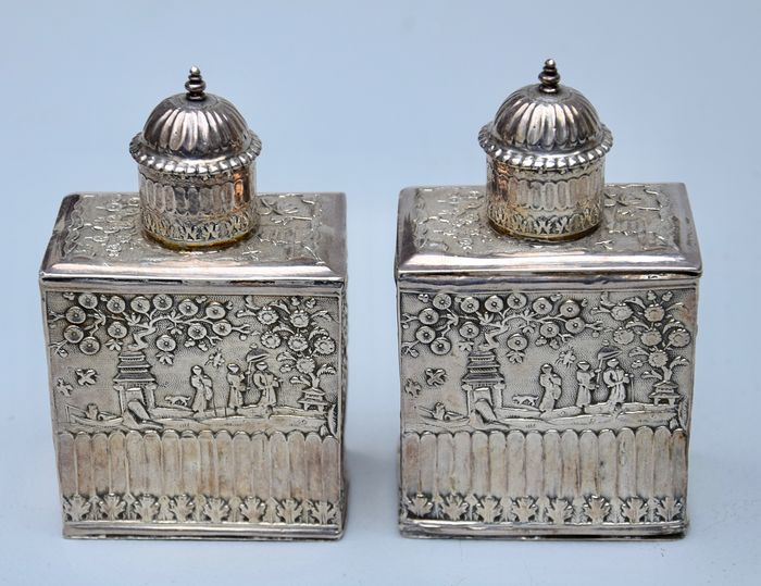 Pair of Dutch tea caddies from the 19th century, Holland, silver-driven (2) - Silver - Netherlands - Second half 19th century