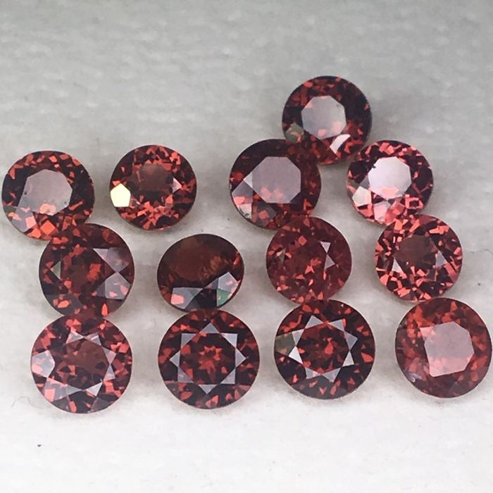 13 pcs Rød Garnet - 7.64 ct