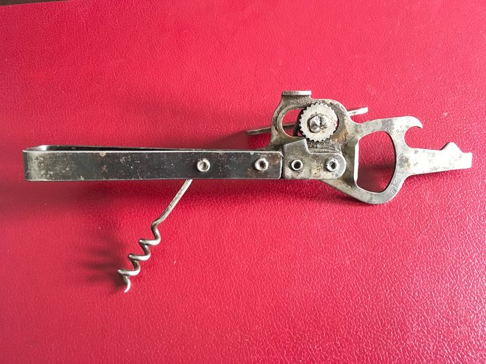 Old and rare English corkscrew The Quintuplet Kitchen Utility patent nr.0-100469 (1) - Iron (cast/wrought)