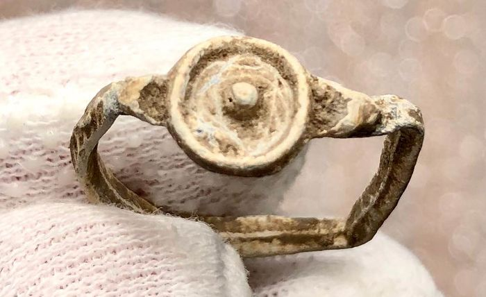Ancient Roman Lead Unusual Ring with a Round Bezel and a Point at its Center.