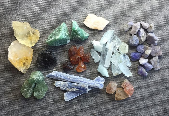 Aquamarines, Tanzanites, Apatites, Sunstones, Spassartite Garnets, Crystals and rough stones - 62.6 g - (48)