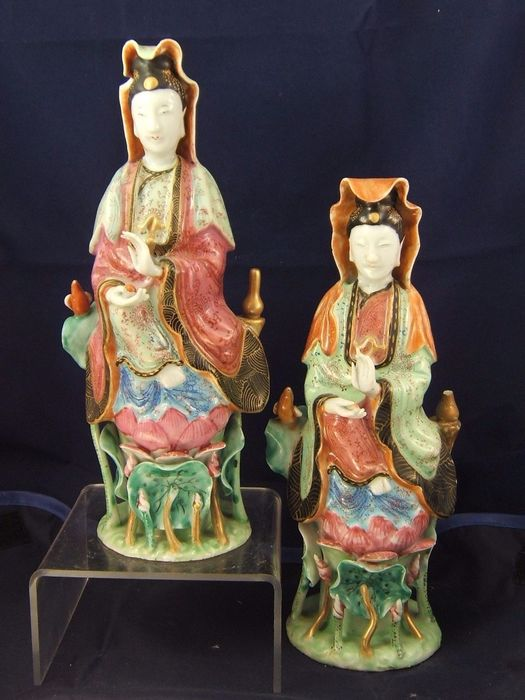 Pair figurines (2) - Famille rose - Porcelain - Guanyin - China - Jiaqing (1796-1820)