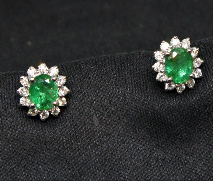 18 carats Or blanc - Boucles d'oreilles - 0.68 ct Émeraude - Diamants