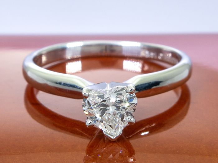14 kt. Gold - Diamond ring with 0.51ct. solitair Si1/F center.