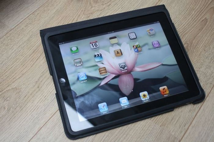 Apple iPad (WiFi, 64GB) - model A1219 - with original Apple cover & USB charge cable