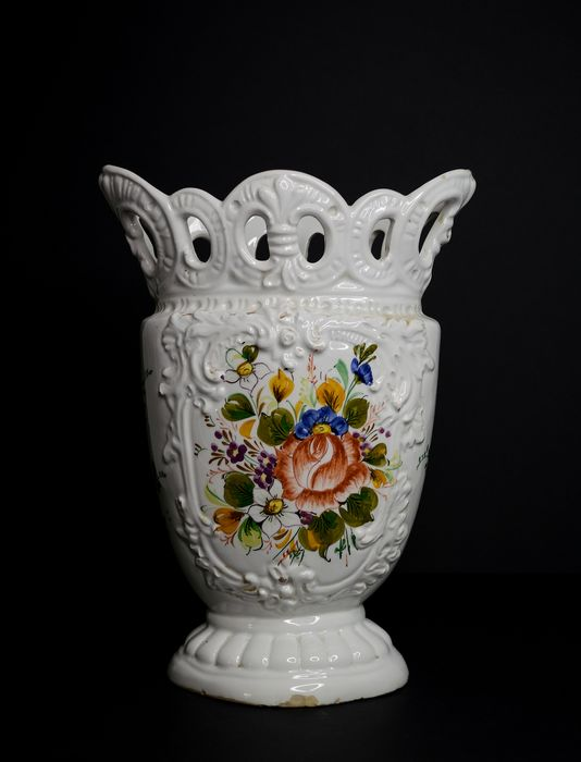 Vase, with floral theme - Ceramic