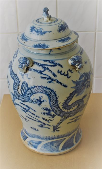 Vase (1) - Blue and white - Pottery - Dragon - China - 19th century