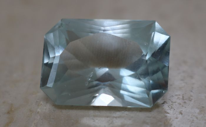 Blue Aquamarine - 30.93 ct