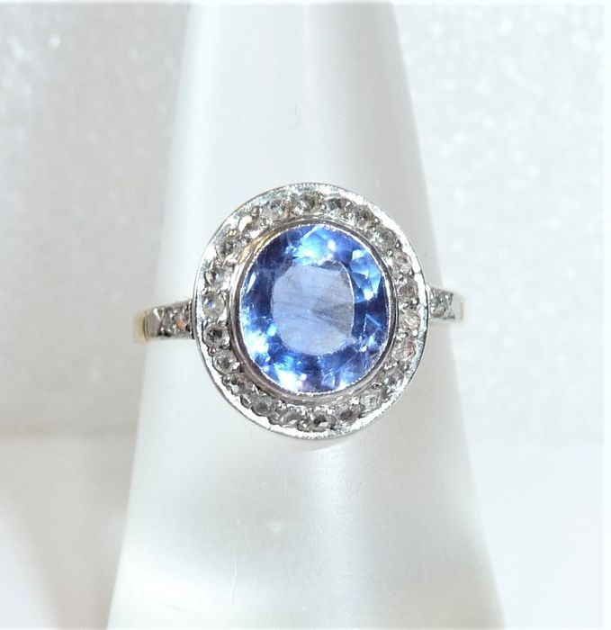 14 kt. Gold, Platinum - Ring, Antique with 1.8 ct. great natural sapphire 0.30 ct. Diamanten